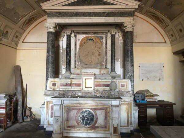 Chiesa-Santa-Maria-luce prima-restauro-Napoli-dimore-cinerarie